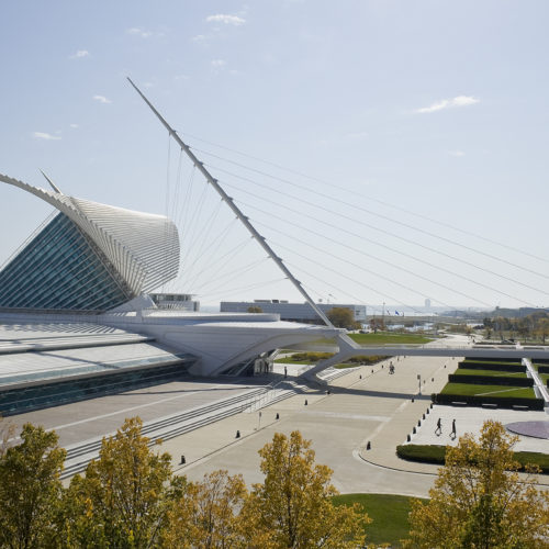 Very modern Milwaukee Art Museum sits on shore of Lake Michigan